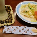 あんがはる - 「ディナーセット」(1580円)のサラダとライムサワー