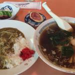 やまふる - 料理写真:お昼の日替わり 780円 半カレー・ラーメン・無花果・お新香