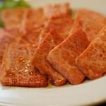 焼肉赤門 - サシが美しすぎる上カルビ890円