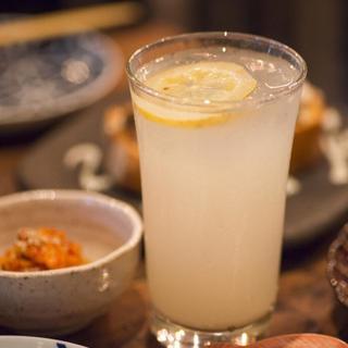 国産無農薬レモンを贅沢に使用した「生レモンサワー」