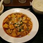 華味一番 - 麻婆豆腐定食。セルフサービスアイテムを除く....