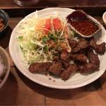 鉄火 - 牛カルビ焼肉定食 800円。