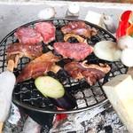 高森田楽村 - 横では串、上で肉