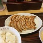 72552001 - 焼きが甘い餃子。柔らかい、、、