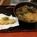 蕎麦 櫟 - 料理写真:かけそば(てんぷらは追加注文)