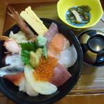 魚長亭 - 料理写真:スペシャル海鮮丼2000円(税別)