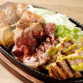 ビアバル看板メニュー!肉バル創作料理