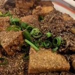 鶏○酒場 - 辛しびれる麻婆豆腐アップ…辛くなくて、塩っぱい…