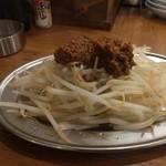 鶏○酒場 - お通し…麻婆豆腐と味がかぶりましたw