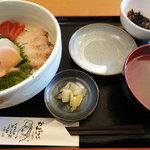島たいむ がんじゅう - 海鮮丼