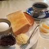 Teipotsuto - 料理写真:ブレンドコーヒー380円と小倉トーストのモーニング