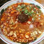 博多拉担麺 まるたん - ピリ辛にんにくらーたんめん600円。