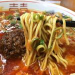 博多拉担麺 まるたん - 福岡県産ラーメン専用小麦『ラー麦』を使用した自家製麺。