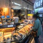 まる天 - 熱海駅前の商店街にあります。