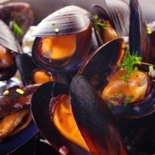 活ムール貝の白ワイン蒸し