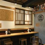 麺屋 西川 - シンプルながらお洒落な店内