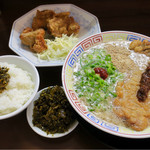 プリンス亭 - 料理写真:豚骨パーコー麺 唐揚(3個)セット 唐揚げがグッド