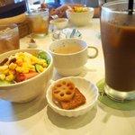 ターブルドート - ランチセット(サラダ、煮物、アイスティー)