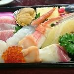 福寿司 - 上ちらし。あんまり寄りすぎて写真撮っちゃいました(笑)