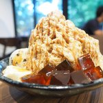 ICE MONSTER - コーヒーかき氷 1220円 のブラウンシュガーゼリー、パンナコッタ、クッキークリームアイス