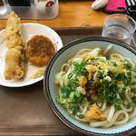 讃岐うどん 上原屋本店 - コロッケと太刀魚天ぷら