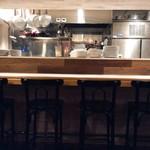オルトキッチン - シェフとの会話も楽しいカウンター席。