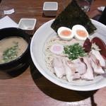 72582415 - つけ麺(こってり)全部入り(1000円)