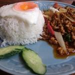 タイ料理バル タイ象 - ・ガパオガイ(鶏肉ホーリーバジル炒め)・カオ(ご飯)・カイダオ(目玉焼き)