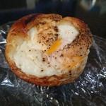 わたなべパン - ラジウム卵パン(210円) 胡椒味