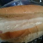 わたなべパン - コッペパン(160円) ピーナツクリームたっぷり♪