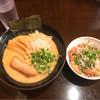 らーめん なが田 - 料理写真:らーめん ¥790 + くずれチャーシューめし ¥120