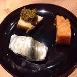 小山 - シンコ、煮鮑の肝乗せ、蒸しウニ