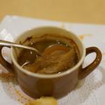 トゥ・ラ・ジョア - 和風だしのオニオンスープ 中にはフカヒレが・・