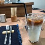 紅鶴 - カフェラテ メープルシロップで頂きます