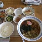 まるしん食堂 - 料理写真: