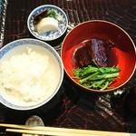 72598709 - 煮物と土鍋ご飯とお漬物・味噌汁                       土鍋で炊いたご飯はやっぱり美味しい