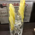 立ち呑み処 ふくふく - レモンを二分割