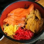 Michinoekimaidurukoutoretoresenta - ウニ・サーモン丼 1,650円