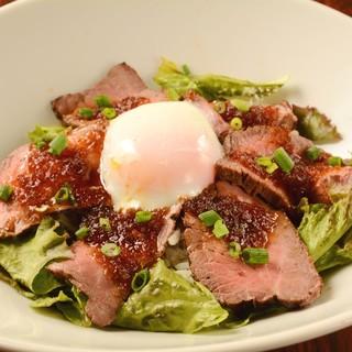 ◆ランチでもディナーでも大人気『ローストビーフ丼』