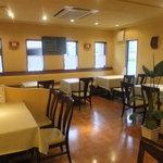 イタリア厨房 KUNISHIMA - 店内は優しい照明で包まれています。