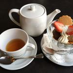 72600850 - アイスクリーム盛り合わせ(2種)650円                       紅茶 アッサム 600円