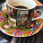 シャポン - コーヒーはオリジナルティーカップでの提供