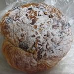 粉ひきの ゴーシュ - 胡桃とホワイトチョコのデニッシュパン