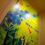 SEKAI CAFE Oshiage - アーティストによる壁面描写