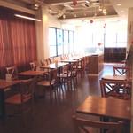 SEKAI CAFE Oshiage - 広々とした2F席