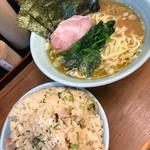 武蔵家 - ラーメン(650円)まかない飯大(無料)