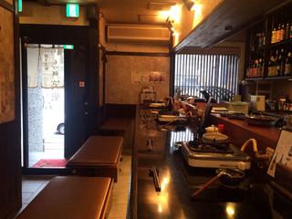 もつ鍋 笑楽 福岡本店 - 1階カウンター席