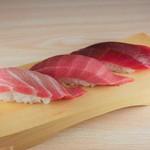 スーパー回転寿司やまと - 料理写真:まぐろ三貫