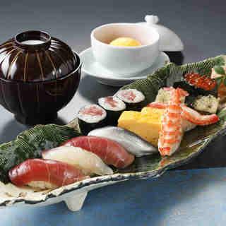 隣接の「すし勘六」のお料理もお召し上がりいただけます。