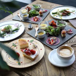 前菜と、メイン料理が選べるランチ
